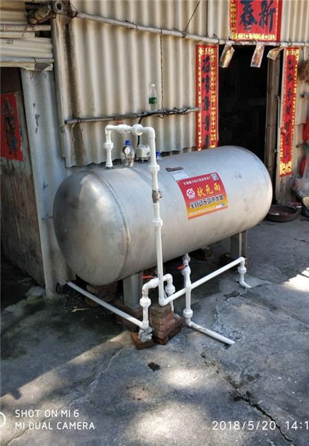 《自来水压力小使用供水器与水泵增压有什么不同》